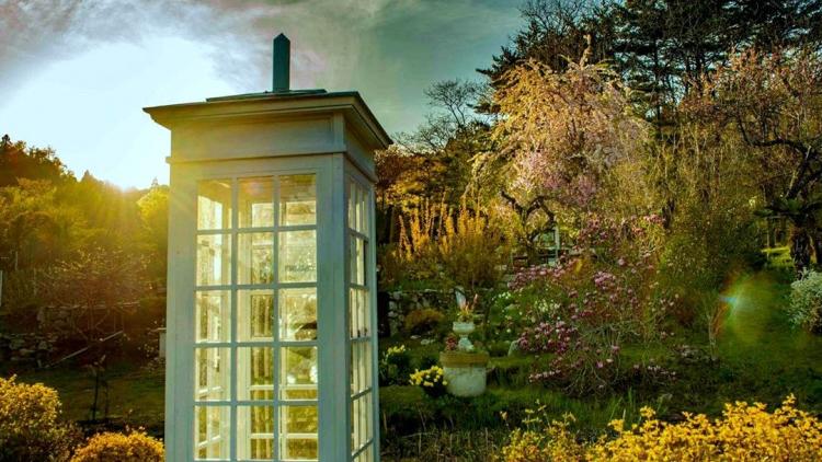Il telefono del vento: in Giappone la cabina per 'parlare' con i morti