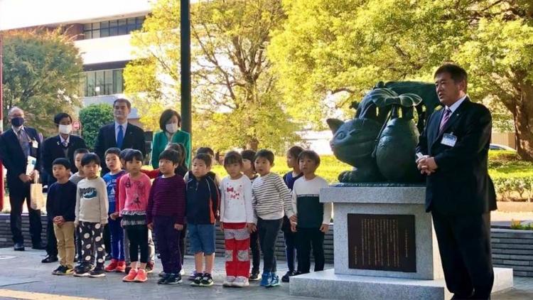 Totoro alla stazione di Tokorozawa: nuova statua e jingle per celebrarlo